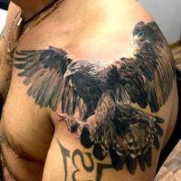 Орел тату на плече