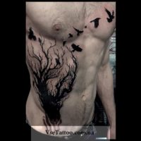 татуировка блекворк дерево у мужчины