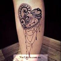 татуировка барокко на ноге