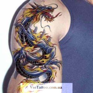 изображение татуировки дракон на плече у парня