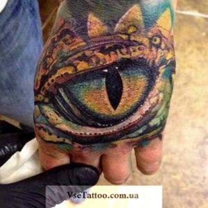 тату глаз дракона на внешней стороне руки