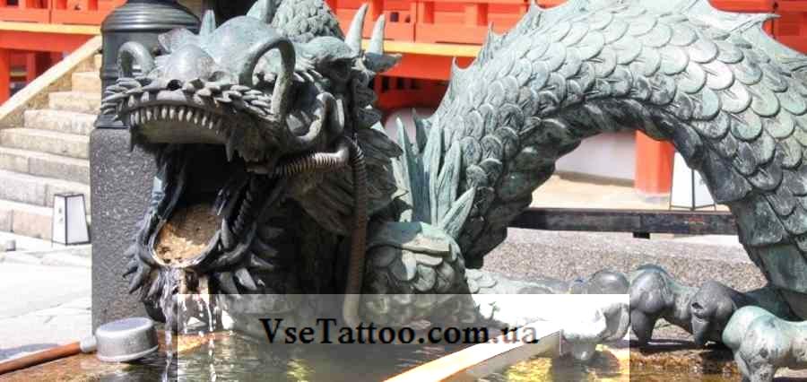 фото скульптуры дракона в японском храме