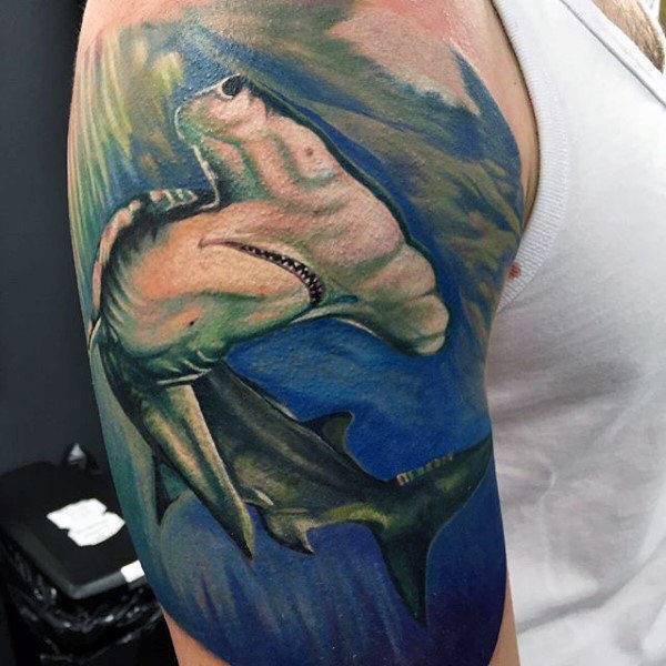 фотография татуировки аулы молота