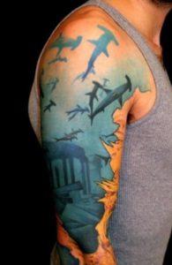фото татуировки акулы-молот в стиле нью скул