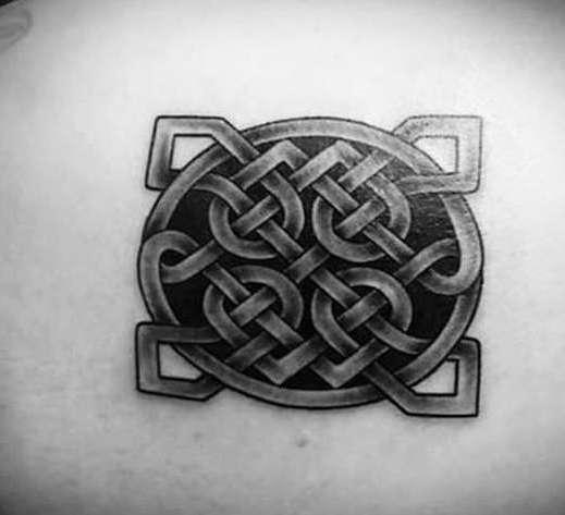 кельтский узел татуировка на спине
