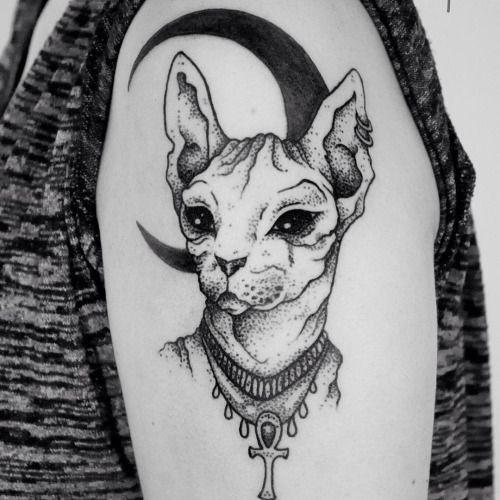 фото татуировки с изображением египетской кошки бастет