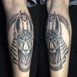 фото татуировки с изображением анубиса